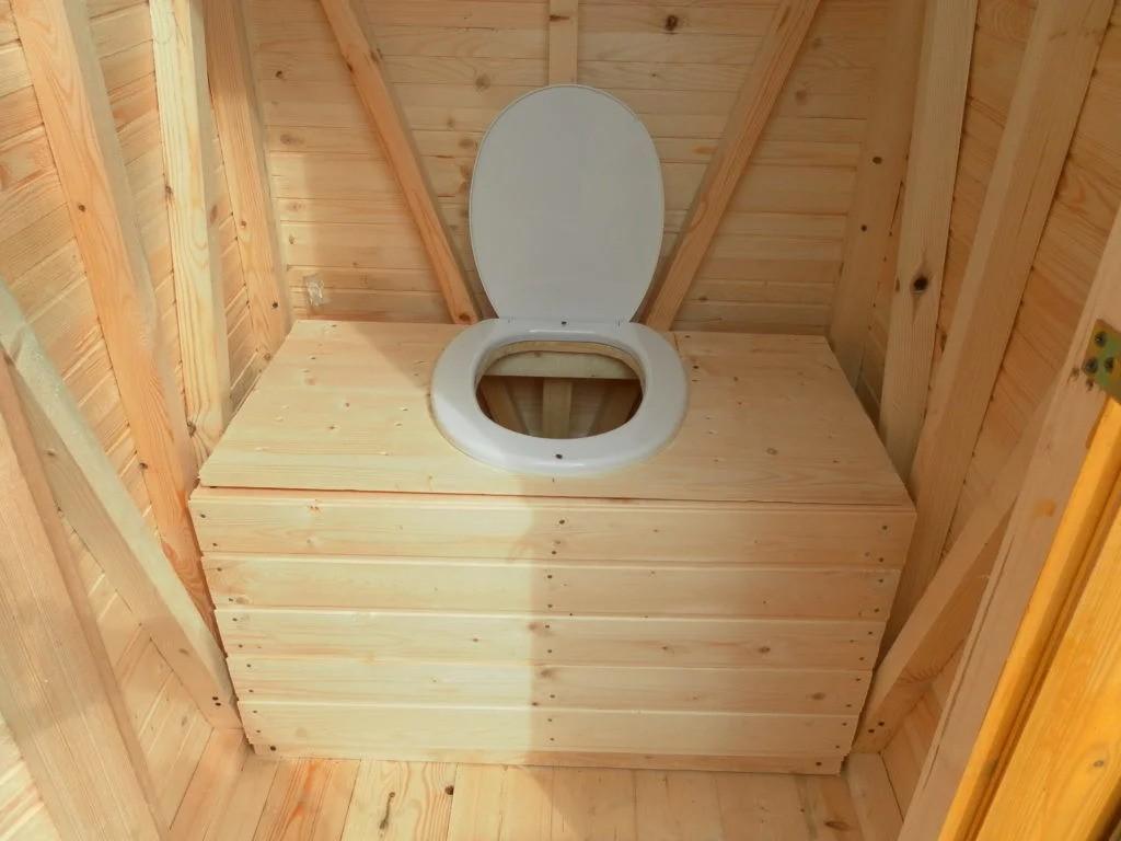 dachnyj-tualet-foto-video-chertezhi-i-razmery-vidy-klozetov-kak-sdelat-5