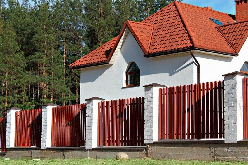 zabor-iz-evroshtaketnika-foto-varianty-ograzhdenij-harakteristika-czeny-8